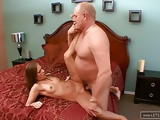 Opa fickt seine geile Enkelin